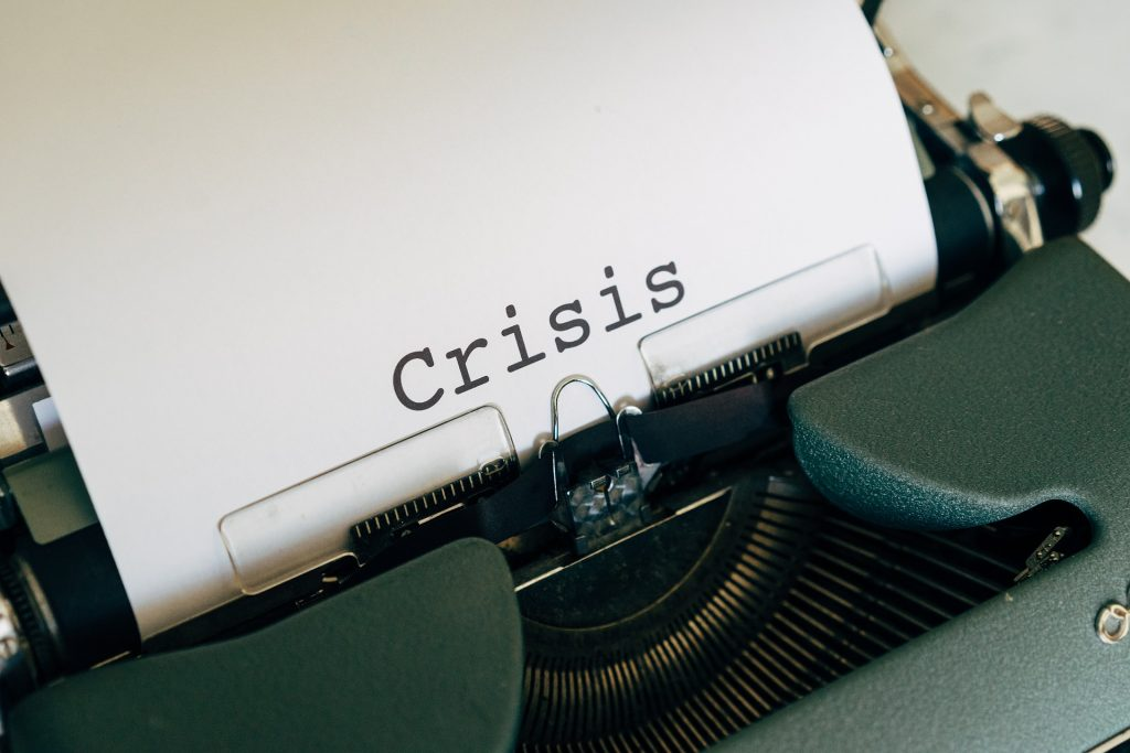 An image showing financial crisis as challenges in the hospitality industry